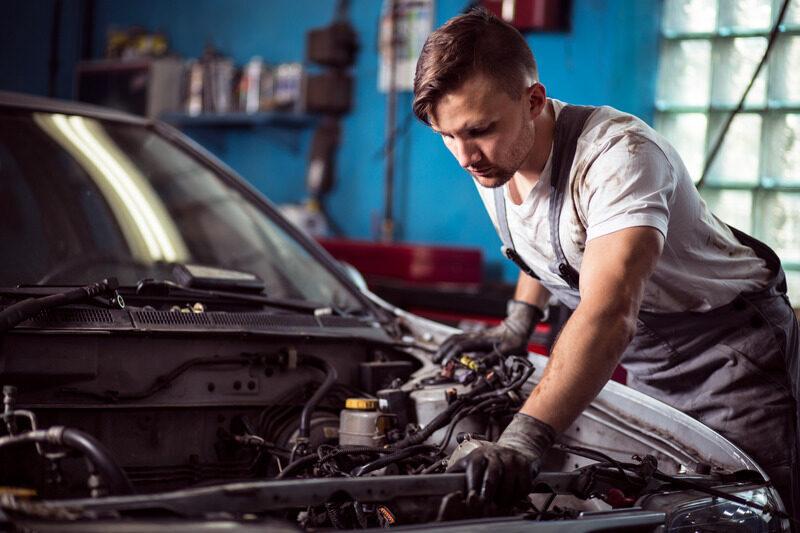 🎓 Automechanik servisu